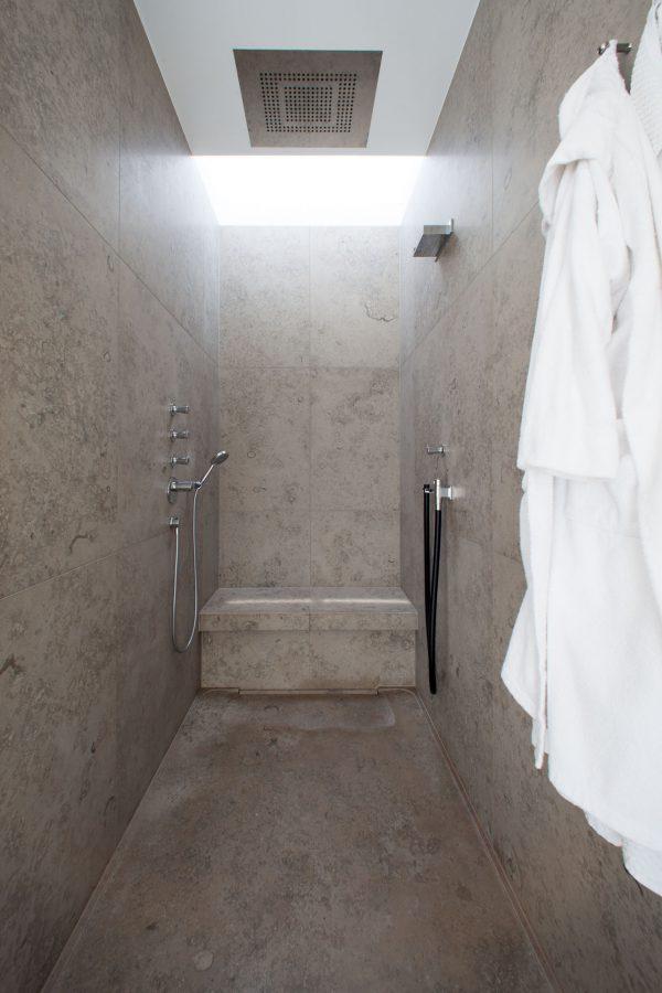 drossel_zentgraf_bad_naturstein_jura_grau_sauna_goldene_waschschuessel_4043
