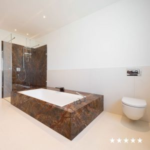 drossel_deutsch_badezimmer_naturstein_rainforest_brown_crema_champagne_5_sterne_square